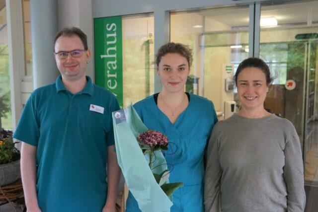 Sarah Stäheli mit ihrer Teamleiterin Susana Müller und Berusbildner Marco Eggmann.